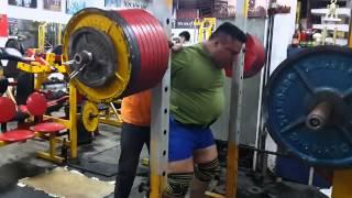 Джо Альваро - присед 460 кг (135 кг)