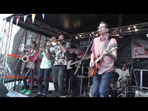 Cheverons by The Relay Rips live at Harbourfest 2017