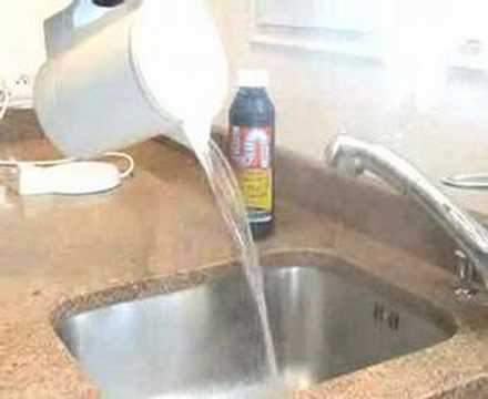 D boucher son lavabo ou son vier en 15 minutes doovi - Deboucher baignoire naturellement ...