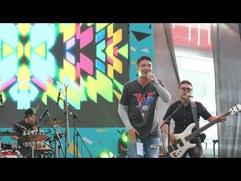 Download D.O.T - JANGAN JANGAN Live at The90sFestival