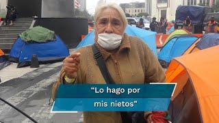 Colchones inflables secándose y tendederos de ropa improvisados destacaron la mañana nublada de este miércoles en el plantón que se encuentra instalado en Avenida Juárez hasta Paseo de la Reforma