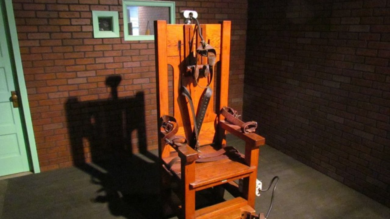 L 39 histoire de la chaise lectrique youtube for Chaise electrique