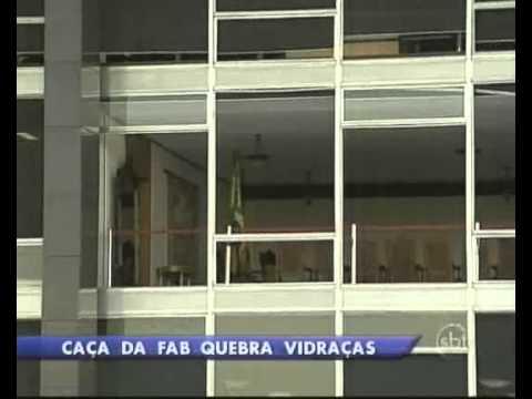 Jato da Aeronáutica destrói vidraças do Supremo Tribunal Federal