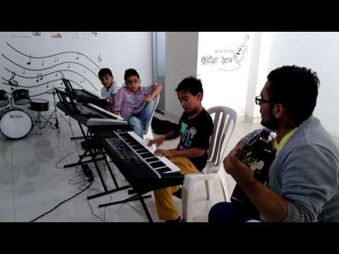 FUNACSEP. Escuela de Música (ensayo - Tu poeta, Alex Campos)