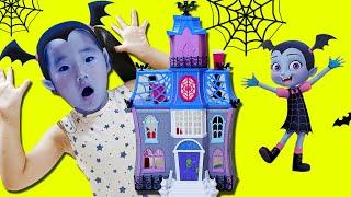 수지의 리나는 뱀파이어 서프라이즈 장난감 놀이 Suji Pretend Play with vampirina surprise toys