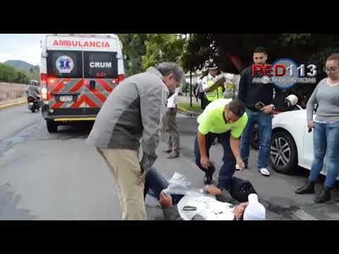 VIDEO Motociclista resulta herido al caer en un bache sobre Av. Acueducto