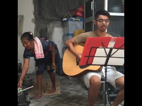 Dodit Mulyanto asik nyanyi, emak nya asik masak