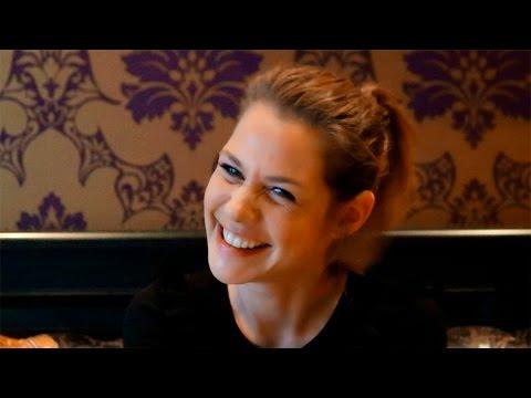 Felicitas Woll über den SAT.1-Film Nackt - YouTube
