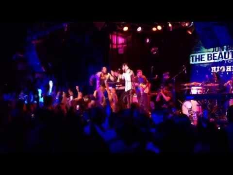 Jon Bellion - 'Carry Your Throne' - (Live @...