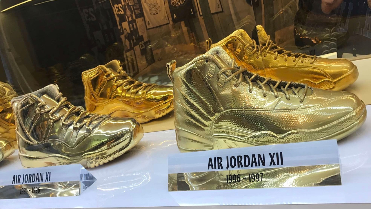sale retailer 041aa 47948 INSIDE THE AIR JORDAN ALL STAR STORE!! (EXCLUSIVE GOLD JORDANS) - YouTube