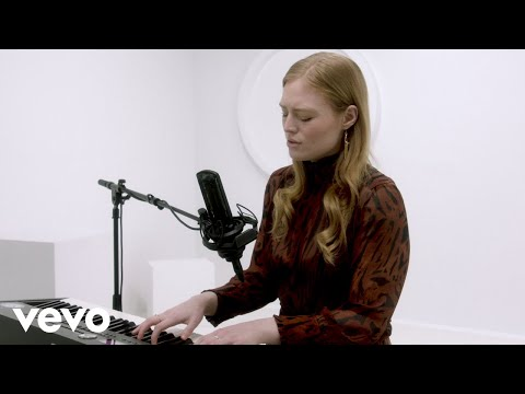"""Freya Ridings - """"Lost Without You"""" Official Performance 