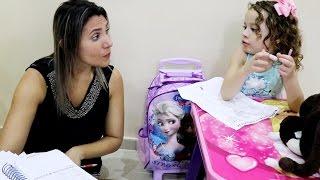 Mãe e filha brincando de Escolinha - Erlania e Valentina