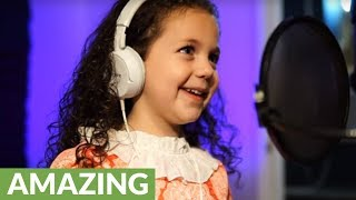 5-year-old sings Sinatra's classic and you won't believe it!