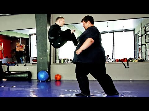 Толстяк (260kg) против бойца (60kg) / Fatboy vs little fighter