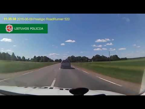 Driver Uses Smokescreen, Throws Spikes, During Dramatic High Speed Chase in Lithuania
