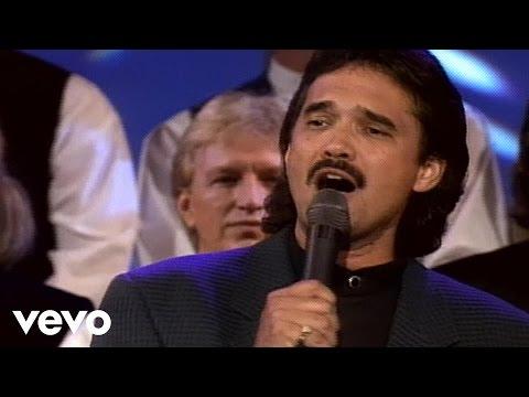 Bill & Gloria Gaither - Farther Along [Live] ft. Ivan Parker