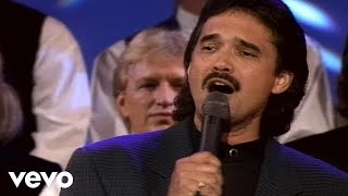 Bill & Gloria Gaither - Farther Along [Live] ft. Ivan Parker