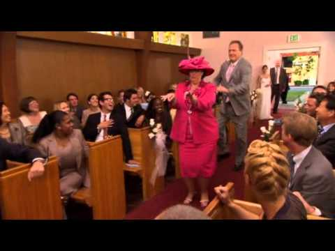 The Office - Jim and Pam's Wedding - Dance down the isle HQ