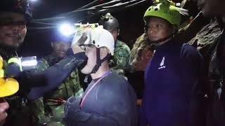 Marinha tailandesa divulga imagens do resgate de crianças em caverna