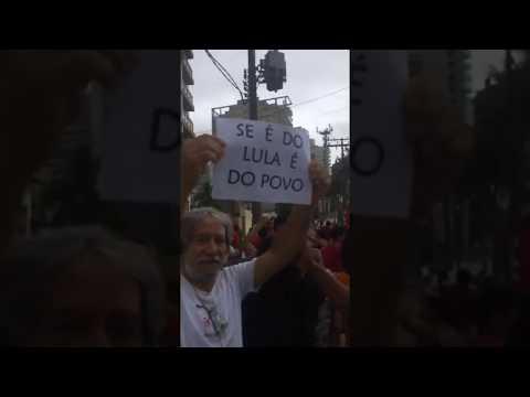 MTST invade tríplex atribuído a Lula
