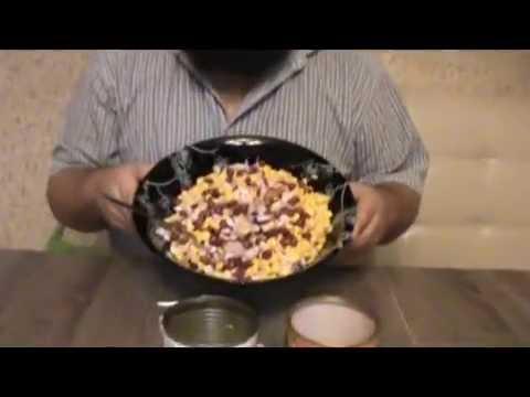 Салат с копченой куриной грудкой, кукурузой и фасолью