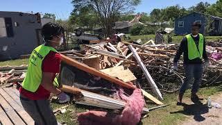 Ahmadi Muslims in Franklin Texas Tornado Cleanup