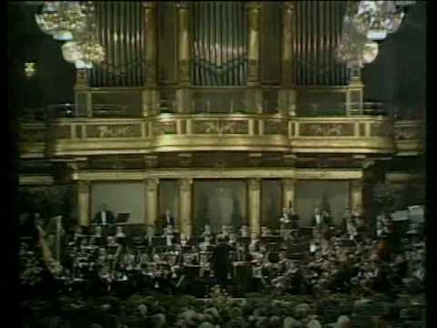 "Erich Leinsdorf conducts the March from Johann Strauss's ""The Gipsy Baron"""