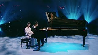 Girl with prosthetic hand performs with star pianist Lang Lang