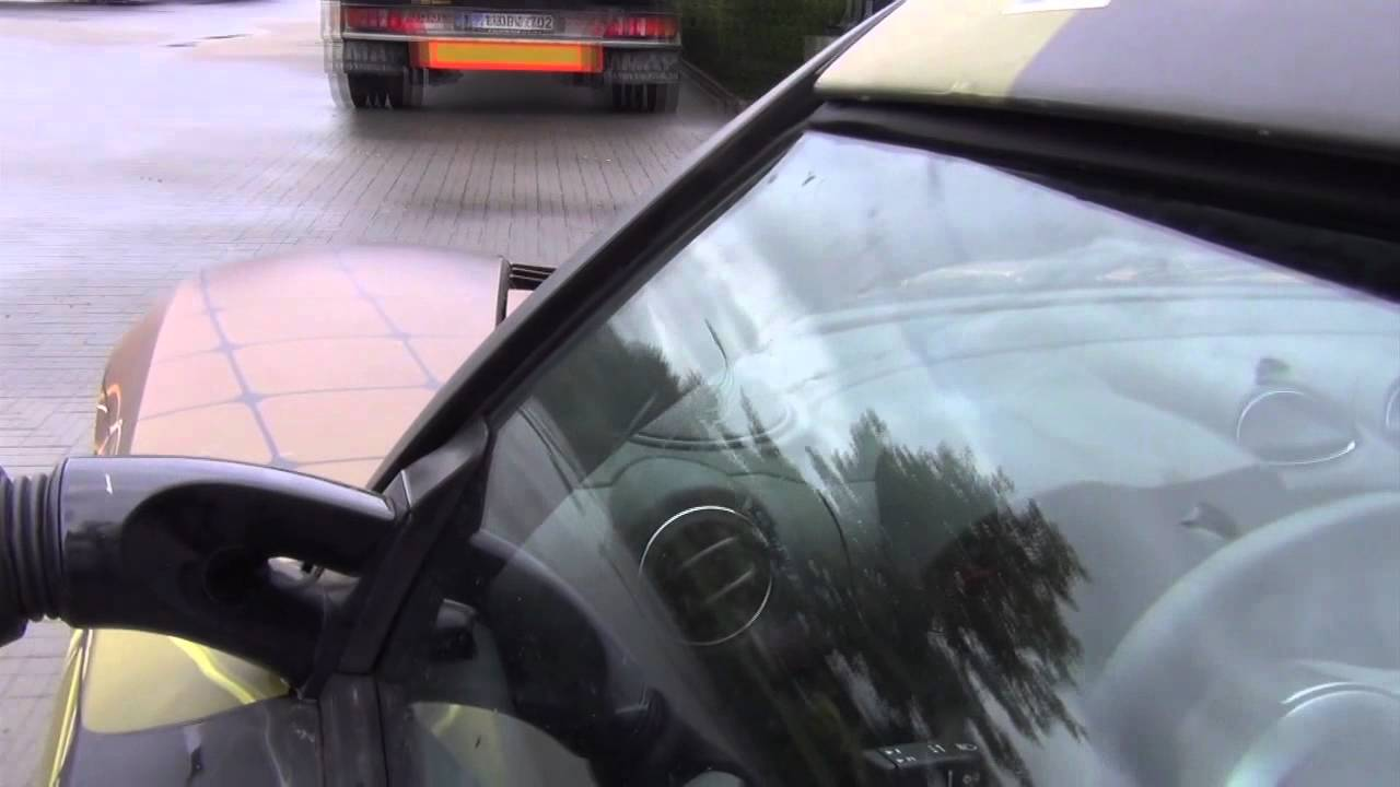 A 100% electric Tesla Roadster driving on Solar Energy ...