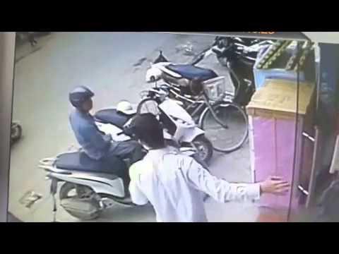 Tên trộm ăn cắp xe SH hoảng hồn vì tưởng bị bắt