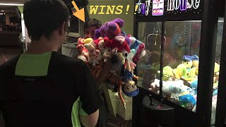 CLEANED THAT MACHINE OUT! Claw Machine Wins!!