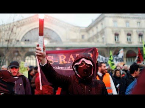إصلاح نظام التقاعد: الحكومة الفرنسية تتشبث ببنود خلافية مع النقابات في تعديلها الجديد  - 21:59-2020 / 1 / 10