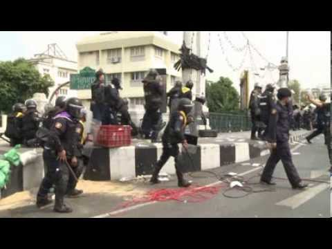 Tote bei Protesten in  Thailand - 4 dead after Thai police clash with protesters in Bangkok