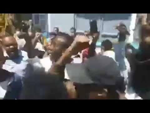 مظاهرات في صنعاء للجالية الأثيوبية احتجاجًا على ما جرى لأصدقائهم من قبل الحوثي من حرق للمئات منهم