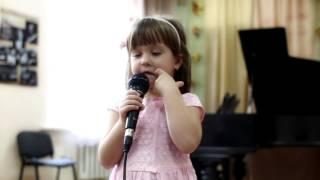 Добрый маг поет Тищенко Кира, 3 года | Студия Глория уроки для детей и взрослых