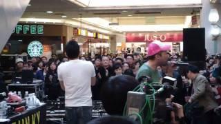 3月14日在青島JUSCO拍到 FUNKY MONKEY BABYS 唱的sakura. SO HIGH!!