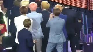 Seventeen's reaction when the MC anynounced NU'EST W for the Discovery of the years