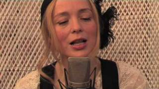 LIVE: Lisa Ekdahl sjunger Give me that slow knowing smile