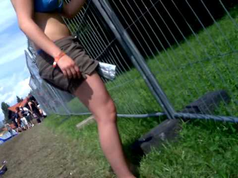 Woman TRIES Pissing On CRS Chiemsee Reggae Summer 2009 But No Sucess Too Low Beer