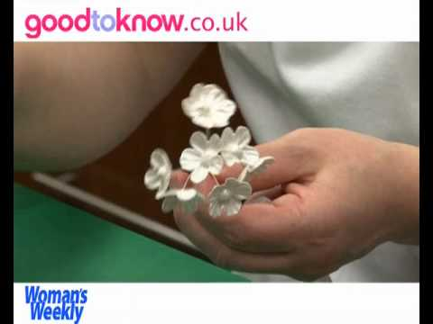 decorating-a-wedding-cake-with-sugar-blossom-flowers---part-2