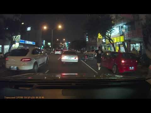 晚間 崇德路一段 永慶不動產前車禍 開車門撞機車 | WoWtchout