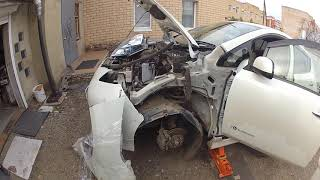 Замена крыла Nissan Leaf.