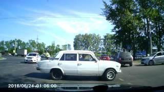 КОТЯТА ПОСЫПАЛИСЬ ИЗ-ПОД МАШИНЫ во Владимире