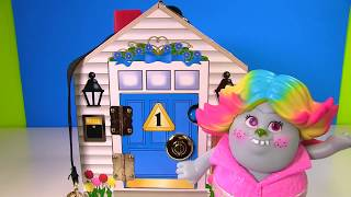 Trolls Poppy Branch Magical Surprise Dollhouse  - Who is Inside?