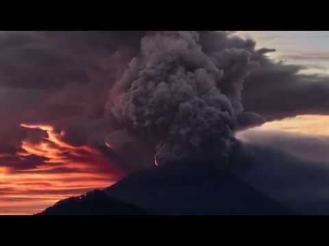 Mount Agung Eruption in Photos: Daily Planet