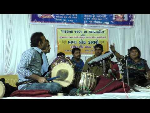 भारत के गुजरात ,के लोक गायक  फरीदा मीर   के भाई   चाँद   मीर  सबसे बड़े   टेबल वादक ....