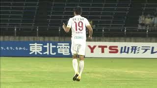 途中出場の垣田 裕暉(金沢)がCKを頭で叩き込んでJリーグ初得点をマー...