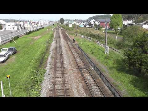 危ない、線路を横断しないで!