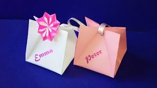 Gift Bag with Handles.  Easy to do.  Gift Wrap Ideas for Valentine's day