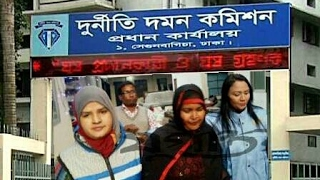 Video First Women Arrested for taking Bribe : Anti Corruption Commission Bangladesh: Alamgir Swapan 010217 download MP3, 3GP, MP4, WEBM, AVI, FLV Agustus 2018